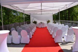 für die Hochzeit vorbereitete Aussichtsterrasse